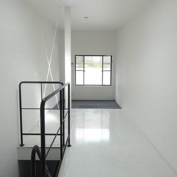 【2F】キッチン側から。天井高いね!※写真は前回募集時のものです。
