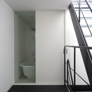 【1F】バスルームはガラス張り!※写真は前回募集時のものです。