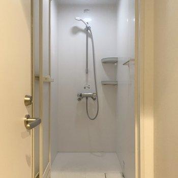 【シャワールーム】浴槽はありません。シンプルです。