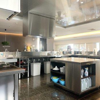 【キッチン】厨房みたいなキッチンです。