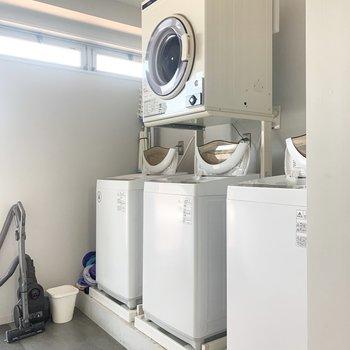 【ランドリー】洗濯機、乾燥機があります。