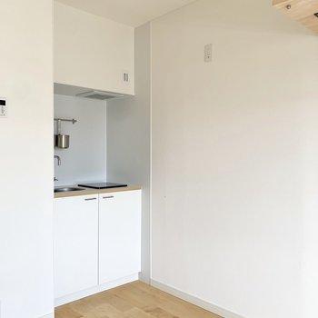 キッチンサイドに冷蔵庫が置けますよ~。