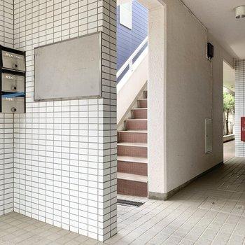 階段上って3階にお部屋はあります。