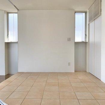 【BedSpase】テラコッタの約4帖スペース。置くならセミシングルくらいのサイズが良さそうです。