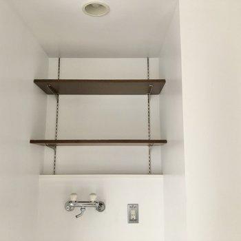 上部収納には洗剤やタオルを置いてもいいですね。