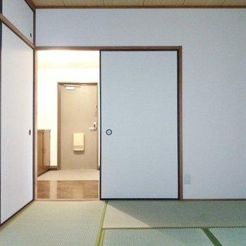 玄関から直接和室に行ってくつろぐこともできますね◎廊下に出ましょう!