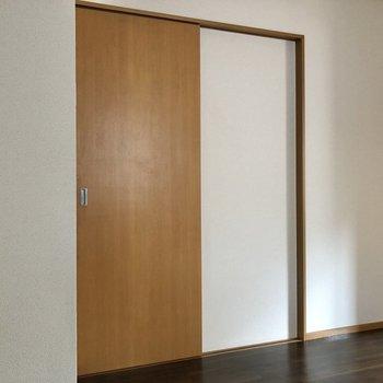 【DK】廊下へ出てみましょう。