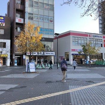 十日市場駅前にもスーパーやドラッグストアがありました。