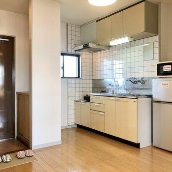 【DK】広めなキッチンが付いています。※家具はサンプルになります
