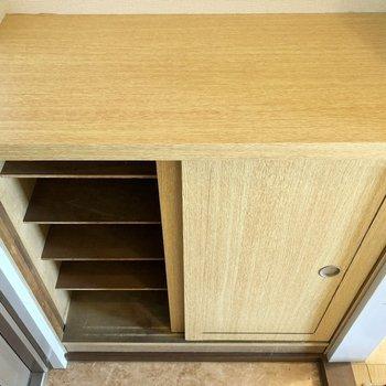 靴箱は天板スペースも有効活用できます。