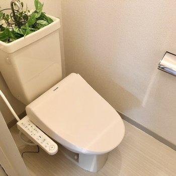 トイレは温水洗浄便座。