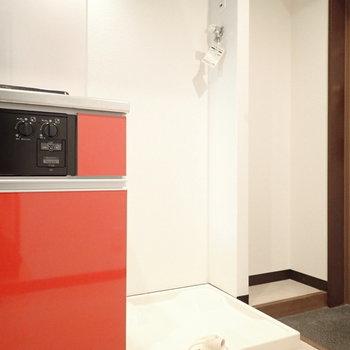 右には洗濯機。※写真は6階別部屋・同間取りのものです。
