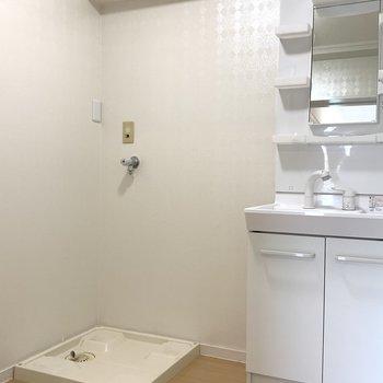 洗濯機置き場も綺麗。止水栓は少し高い位置に設置し直します。