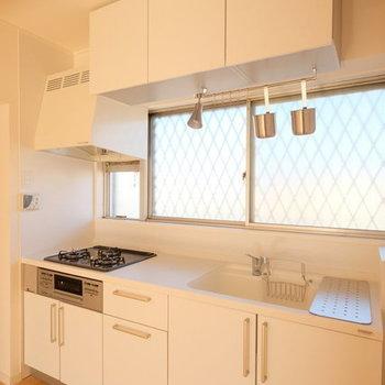 【イメージ】キッチンは大きなシステムキッチンを導入!