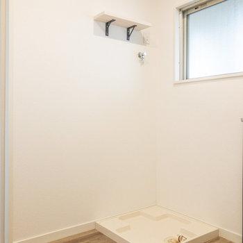 洗濯機置き場と冷蔵庫置き場です。