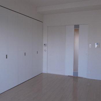 この扉の先は・・・(※写真は5階の同間取り別部屋のものです)