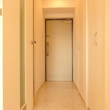 廊下もすっきり(※写真は2階の同間取り別部屋のものです)