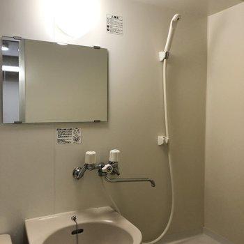 鏡もついているので洗面台としても使えます!