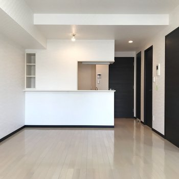 【LDK】モノトーン調の洗練されたデザインが大人っぽいですね。※写真は3階の同間取り別部屋のものです