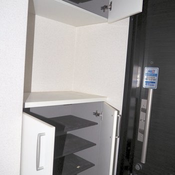 収納の上にカギを置けば失くす心配はなくなるかも※写真は1階の同間取り別部屋のものです