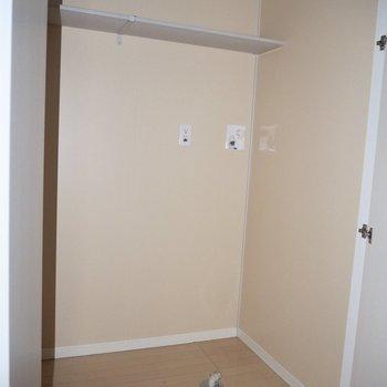 洗濯機は収納の中に隠せますよ※写真は1階の同間取り別部屋のものです