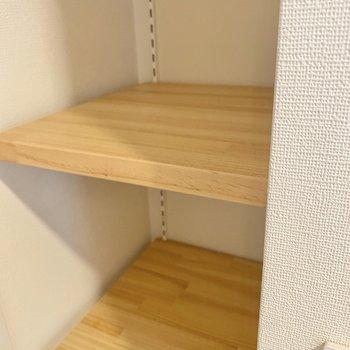 シューズボックスは棚板が可動式です。