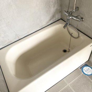 お風呂の床も◎(※写真は8階の同間取り別部屋のものです)
