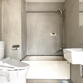 ここまでスタイリッシュに。浴室乾燥機付き(※写真は8階の同間取り別部屋のものです)