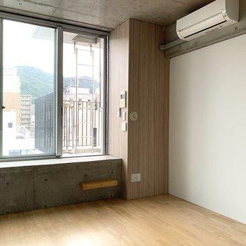 広さはコンパクト(※写真は8階の同間取り別部屋のものです)