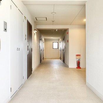 共用部】内廊下で雨に濡れることもないです。