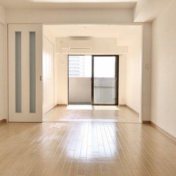 シンプルな空間を自分色に染めてくださいね♪