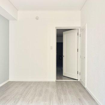 ほら、ドアもかわいいでしょ。インテリア考えるのもわくわく。