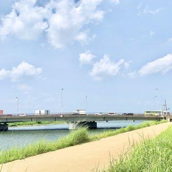 徒歩5分ほど歩けば、多々良川沿いに出られます。散歩コースにおすすめですよ。