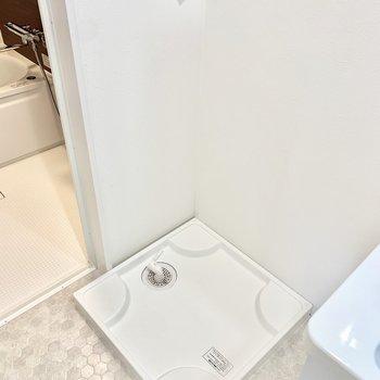 洗面台の隣に洗濯機置き場。