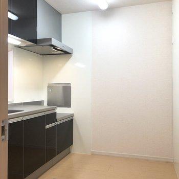 【LDK】冷蔵庫や食器棚を置いても、快適に料理できそうです。