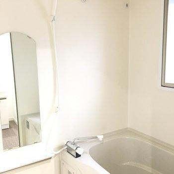 浴室乾燥機、追焚付きのお風呂(※写真は6階の同間取り別部屋のものです)