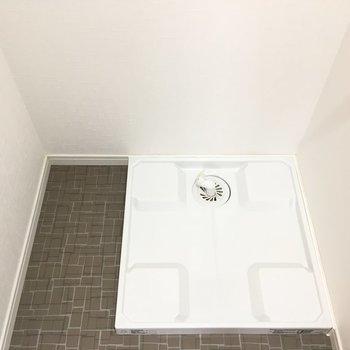 脱衣所に洗濯機置き場(※写真は6階の同間取り別部屋のものです)