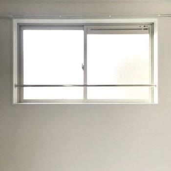もちろん窓もありますよ(※写真は6階の同間取り別部屋のものです)