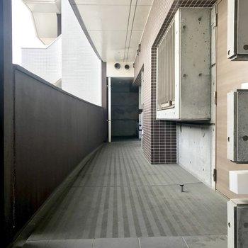 共用廊下もスッキリしてます