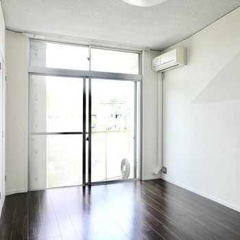 北側の洋室も約7.8帖。広さに縛られずにお部屋を使えます。