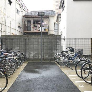 駐輪所は屋外です。