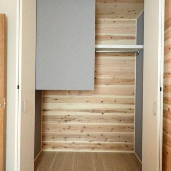 1階洋室6.0帖】なんだこれ!つまり、階段下なのです。