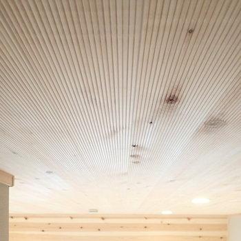 ロフト】天井の加工がおもしろいです。ずっと触っていたい。