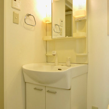 支度が捗りそうな洗面台(※写真は2階の同間取り別部屋のものです)