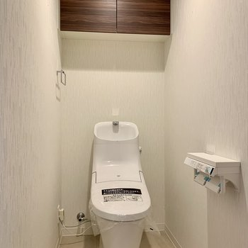 トイレは落ち着く個室。※写真は4階の反転間取り別部屋のものです
