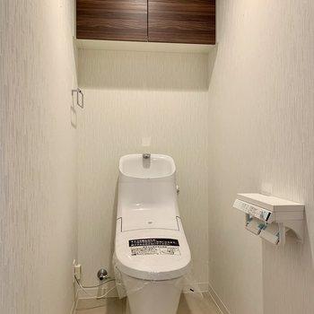 トイレは落ち着く個室。※写真は4階の同間取り別部屋のものです