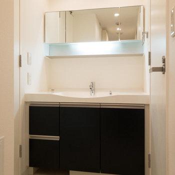 デザイン性の高い洗面台。