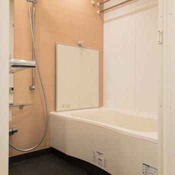 ゆったりサイズな浴室。