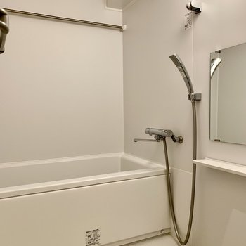 ゆったり浸かれるバスルーム。浴室乾燥機付きです。