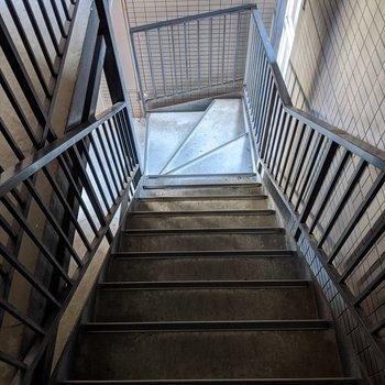 階段はこのような感じです。現地でご確認ください。